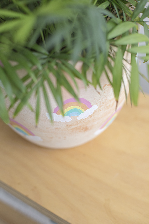 macetero-pot-arcoiris-rainbow-niños-kids-decoracion-planta-deco-plant-diy-alto