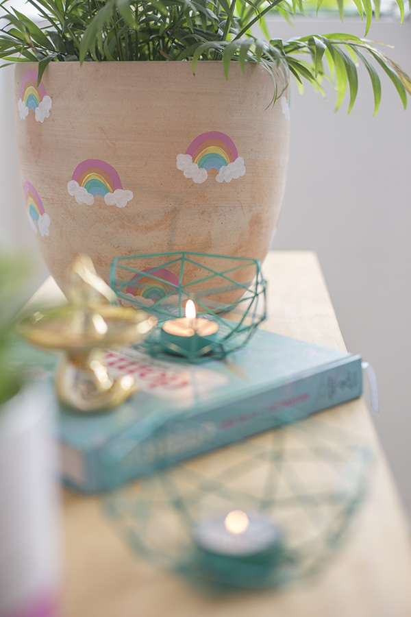 macetero-pot-arcoiris-rainbow-niños-kids-decoracion-planta-deco-plant-diy-lado