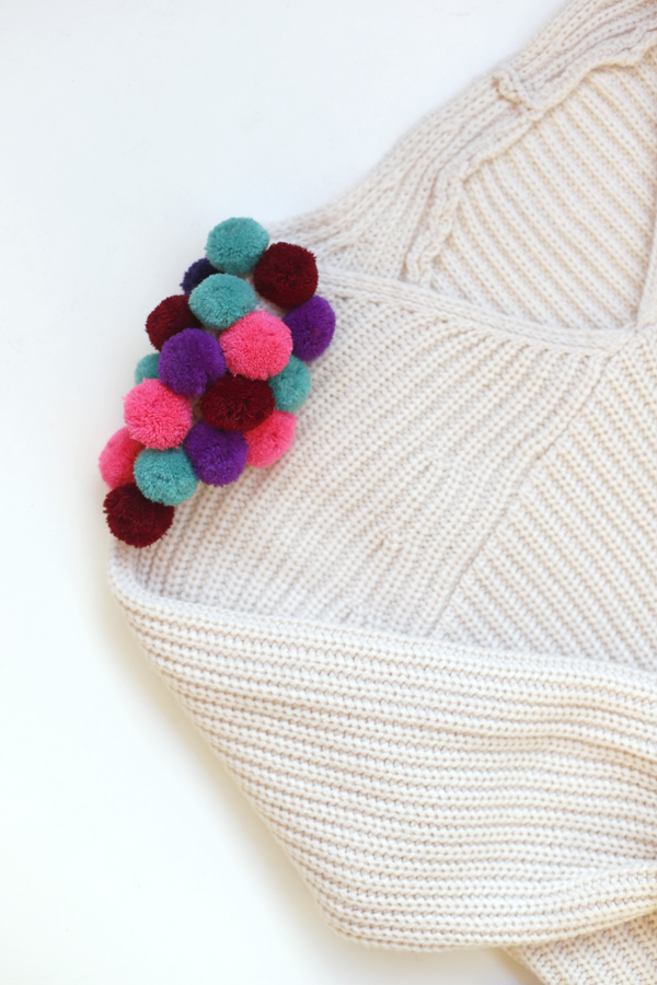 sweater-chaleco-pompon-diy-pompom-costura-colores