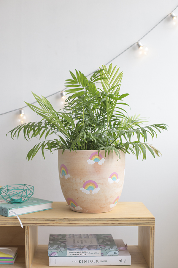 macetero-pot-arcoiris-rainbow-niños-kids-decoracion-planta-deco-plant-diy-manualidad