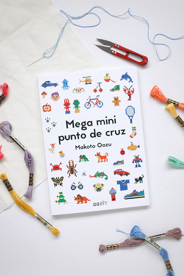 Libro review: Mega mini punto de cruz – La Vida en Craft